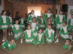 Die Tanzgruppe beim Kinderfasching in der Bürgerstube