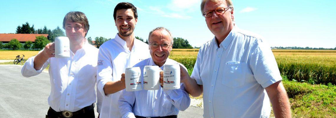 Friedensspruch mit d'Slamdorfer-Vorstand Martin Metzger, Festwirt Andreas Karg, Pfarrer Albert Schamberger und BVO-Vorstand Ton van Lier (von links)